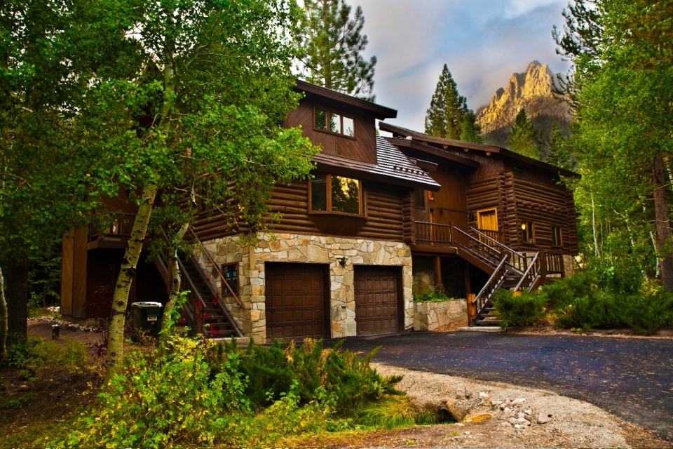 yosemite_gateway_chalet_vacation_rental_california_the_grounds_gallery_1