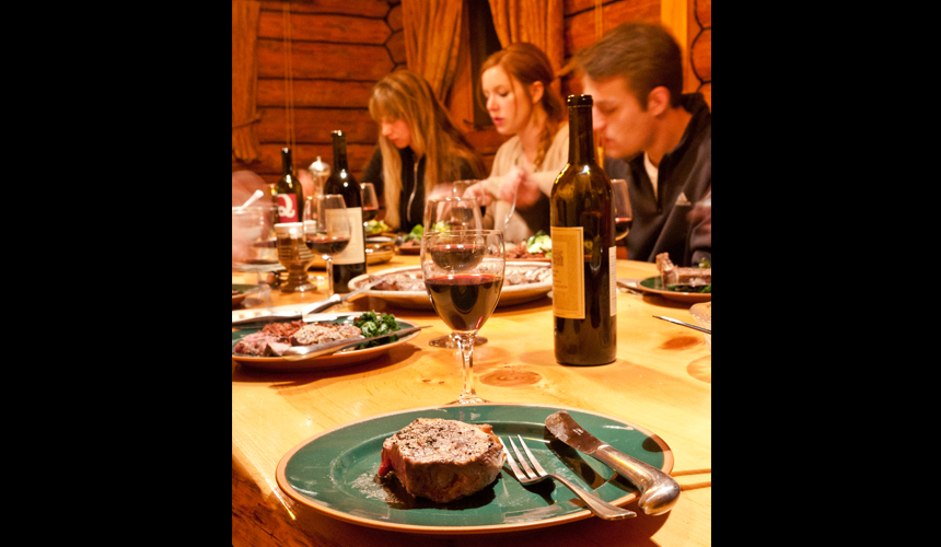 yosemite_gateway_chalet_vacation_rental_california_dining_room_gallery_3