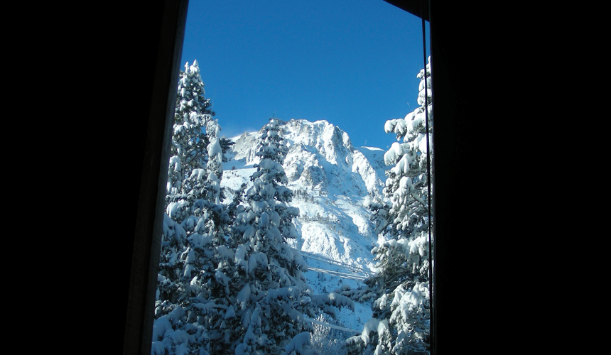 yosemite_gateway_chalet_vacation_rental_california_master_bedroom_gallery_3
