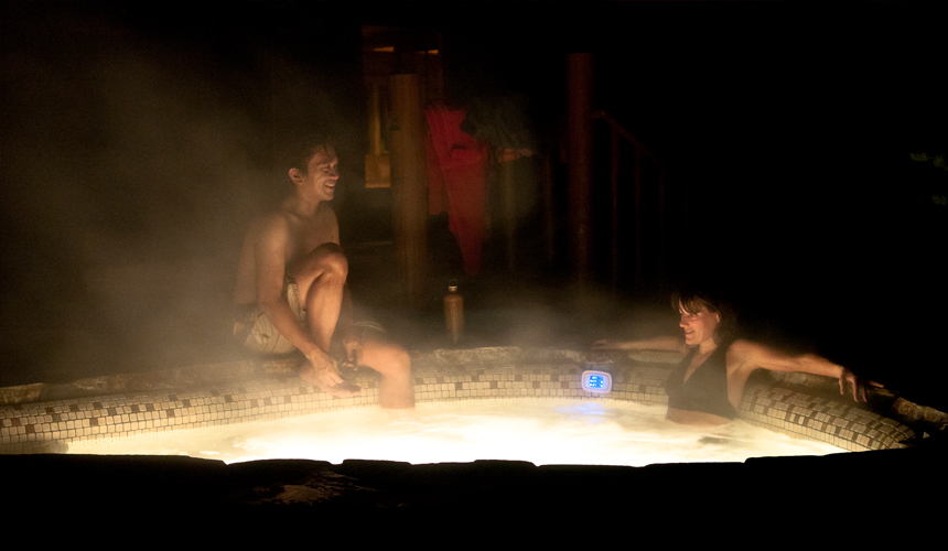 yosemite_gateway_chalet_vacation_rental_california_outdoor_hydrotherapy_pool_gallery_1
