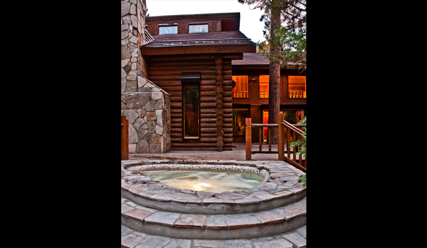 yosemite_gateway_chalet_vacation_rental_california_outdoor_hydrotherapy_pool_gallery_3